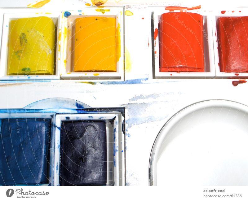 Schmierereien mit Stil Farbkasten Kunst Freizeit & Hobby gelb rot weiß purpur mehrfarbig Innenaufnahme Künstler Farbe blau streichen zeichnen künstlerbedarf
