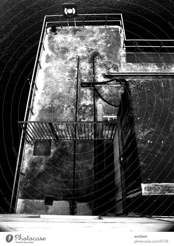 platform Rettung schwarz weiß abstrakt Vogel Brücke Perspektive