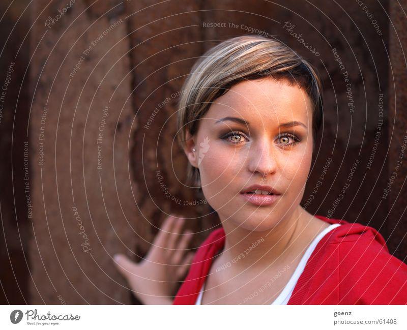 My favourite Frau Hand rot Gesicht Auge feminin Mund Beautyfotografie Model Industriefotografie herausfordernd