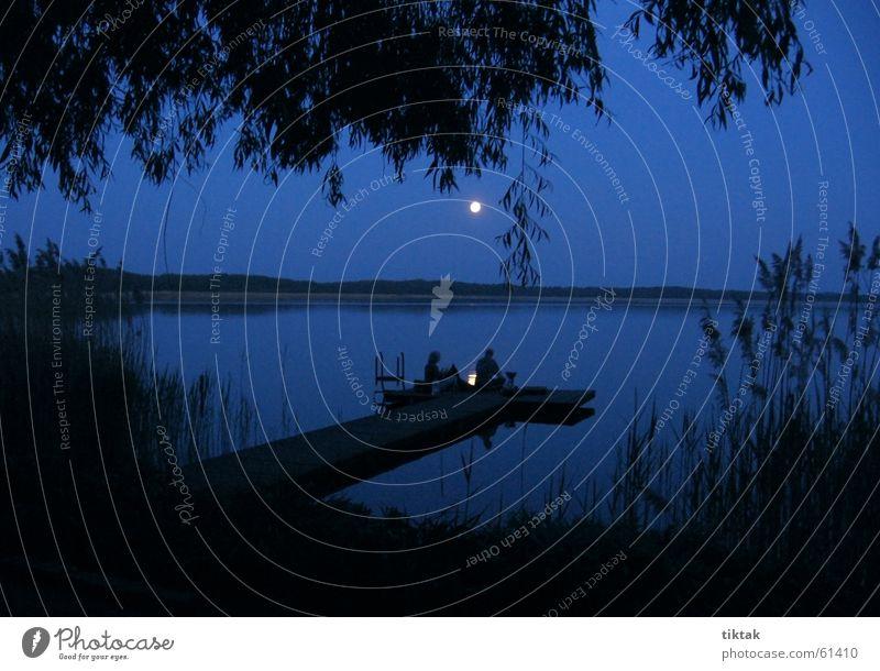 Blaue Stunde Nacht Mondschein Mondaufgang See Ferien & Urlaub & Reisen Romantik Camping unheimlich mystisch Abenddämmerung blau Wasser Steg available light