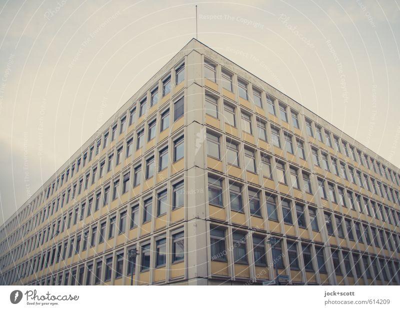 BImA / Alles nur Fassade Himmel Stadt Winter Fenster Perspektive Ecke Streifen retro Macht lang Stadtzentrum diagonal Nostalgie Sightseeing DDR