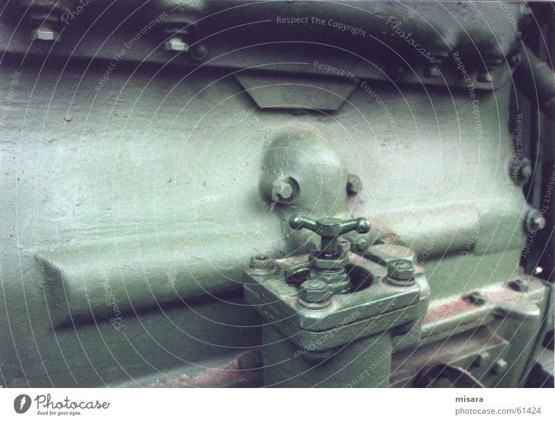 Grüner Motor grün Metall dreckig Industriefotografie Bauernhof Lastwagen Maschine Erdöl Motor Traktor Monochrom Ventil Fernfahrer