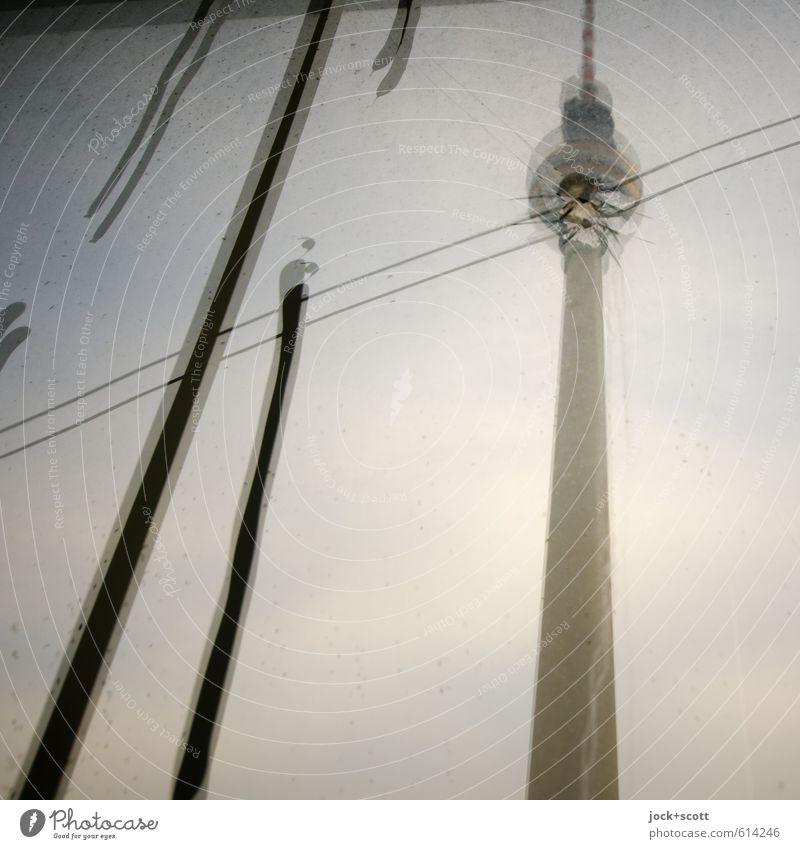 Sprung in der Schüssel 2 Berlin-Mitte Sehenswürdigkeit Wahrzeichen Berliner Fernsehturm Glas Graffiti Streifen verrückt trashig Stadt träumen Schmerz verstört