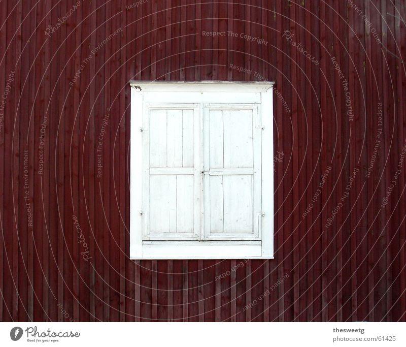 Holzfenster ruhig Ferne kalt Fenster braun geschlossen trist geheimnisvoll Hütte verstecken Holzbrett Schüchternheit London Underground Rätsel verdeckt privat