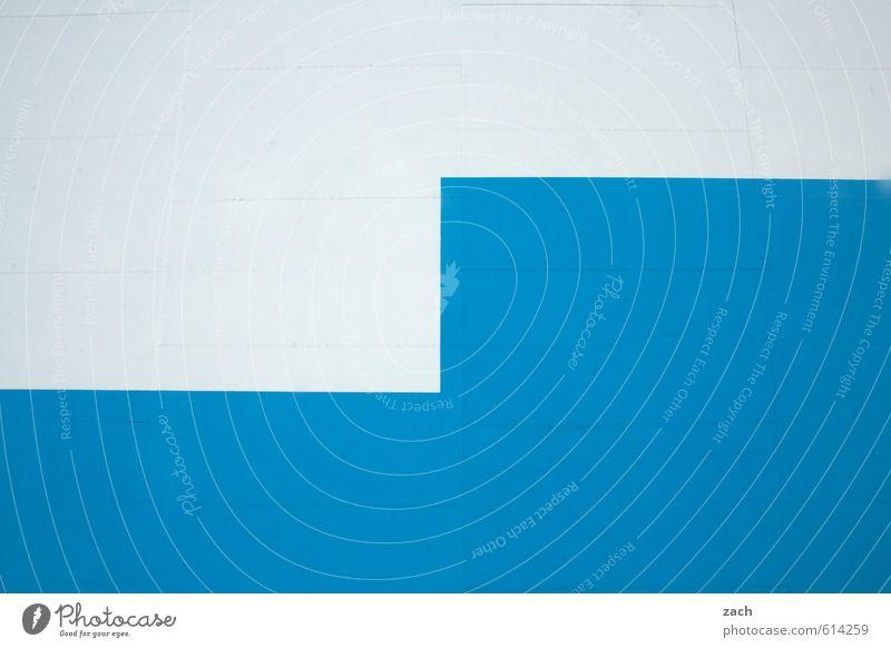 Alles nur Fassade | halb und halb Stadt Haus Gebäude Architektur Mauer Wand Treppe Stein Beton Holz eckig blau weiß Farbfoto Außenaufnahme abstrakt Muster