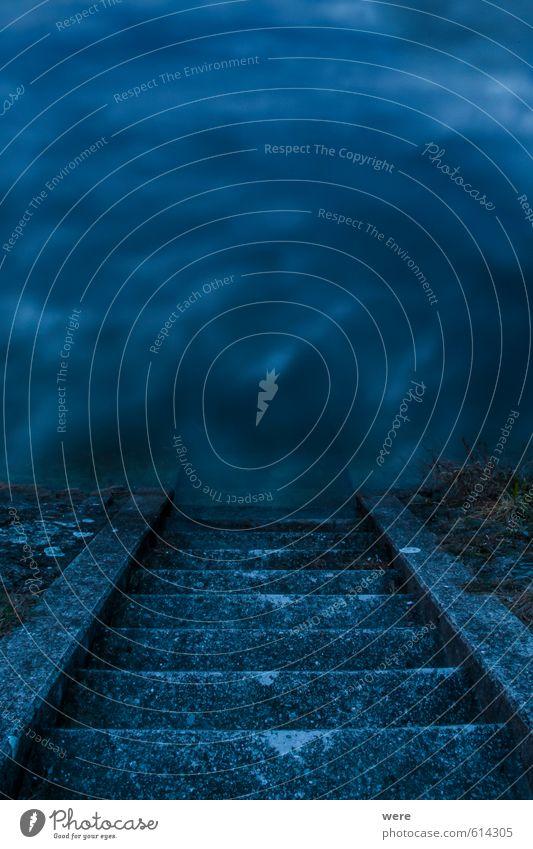 Treppauf oder Treppab? blau Wasser Tod Architektur See träumen Treppe Beginn Zukunft bedrohlich Abenteuer Romantik Trauer Höhenangst Ende gruselig