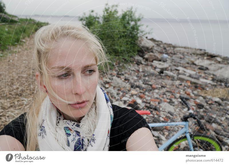 große freiheit. sportlich Zufriedenheit Freiheit Fahrradtour Strand Fixie Junge Frau Jugendliche 18-30 Jahre Erwachsene Natur Luft Wasser Meer Schal atmen