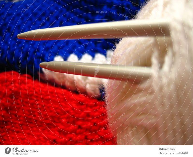 2 rechts, 2 links weiß blau rot Freude Arbeit & Erwerbstätigkeit bedrohlich Freizeit & Hobby Spitze Handwerk Reihe Pullover silber Wolle Schlaufe stricken Handarbeit