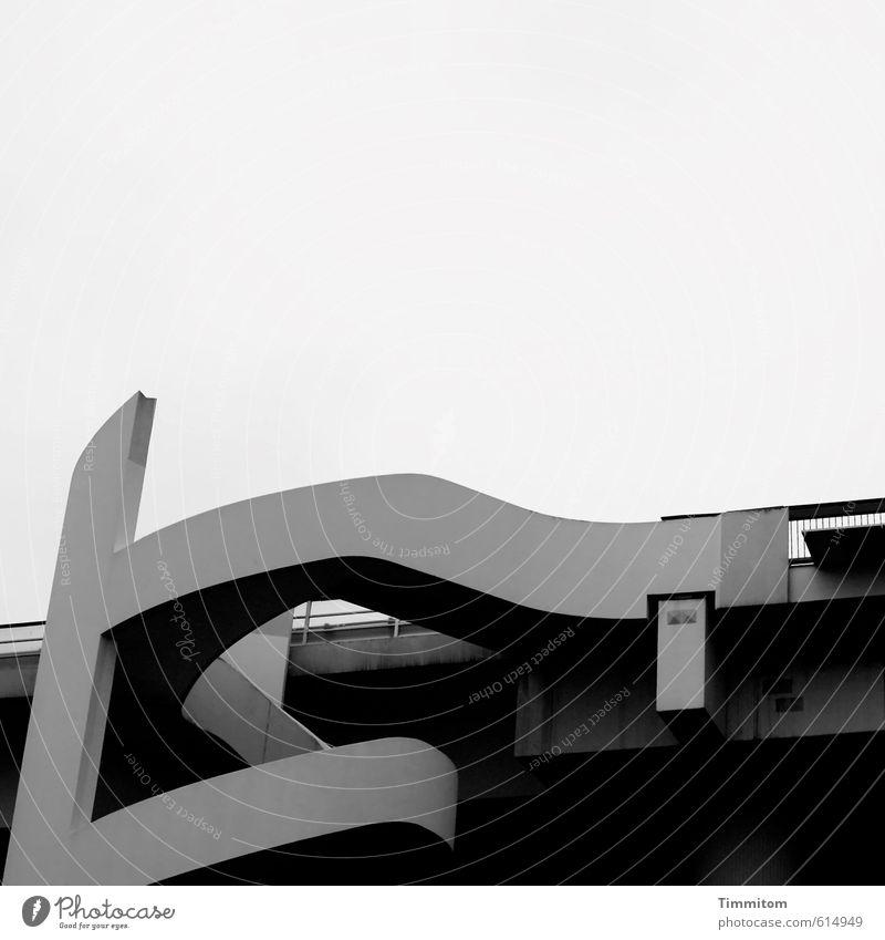 Ein Weg. schwarz kalt Architektur Bewegung grau Linie ästhetisch Beton Verbindung deutlich geschwungen Fußgängerbrücke Hochstraße Ludwigshafen Brücke
