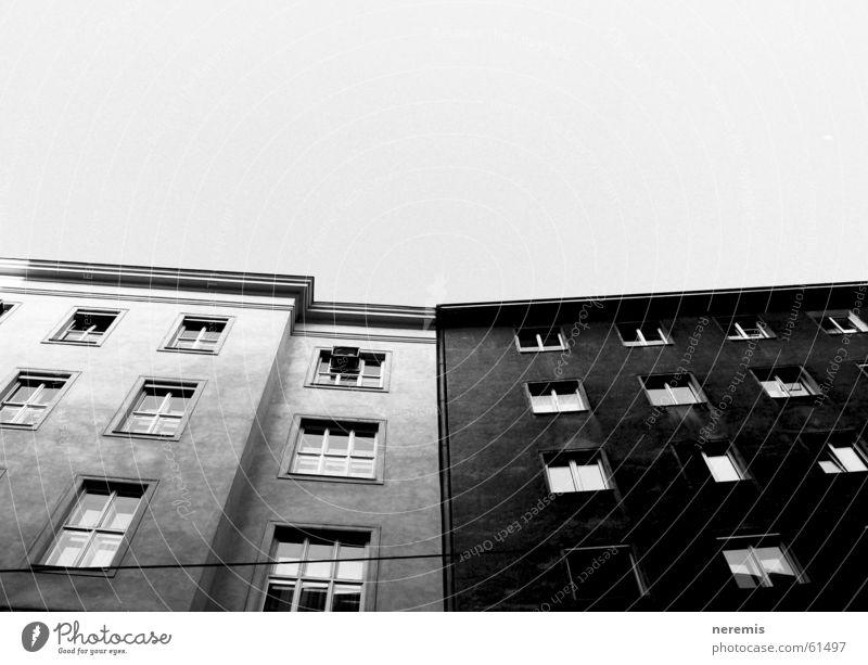 white&black Himmel weiß Haus schwarz Fenster grau Österreich Wien Altbau