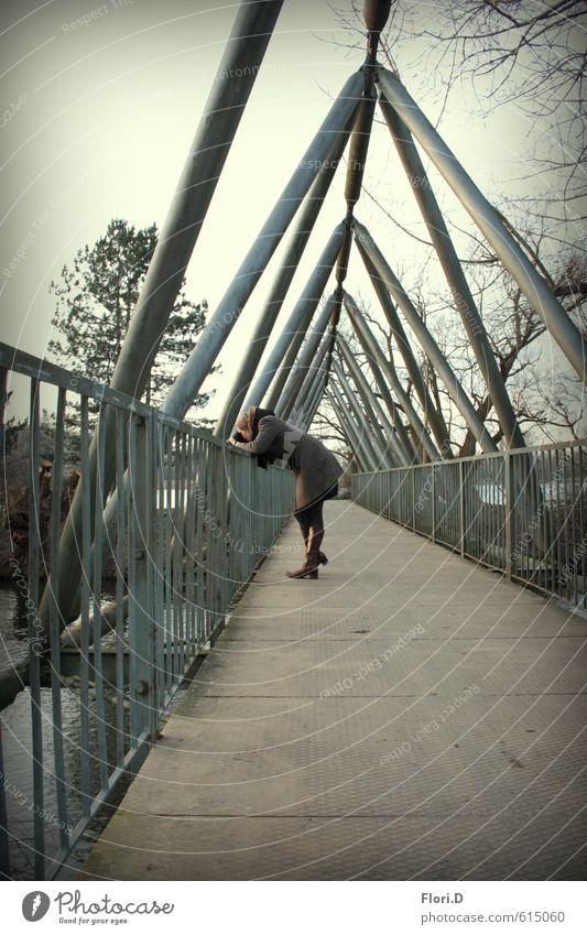 ... aber wo sind die Entchen? Freude Freizeit & Hobby Winter wandern feminin Frau Erwachsene 1 Mensch 30-45 Jahre Natur Landschaft Wasser Eis Frost Park Brücke