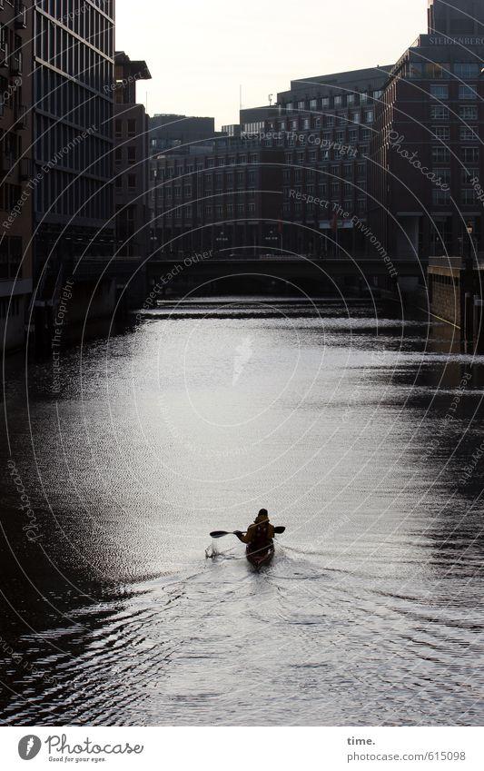 Hanseboot Mensch Ferien & Urlaub & Reisen Stadt Wasser Erholung ruhig Haus Wand Sport Wege & Pfade Architektur Mauer Idylle Perspektive genießen Brücke