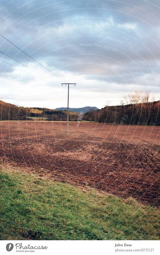 E-Acker Himmel Natur Landschaft Wolken Leben Wiese Wege & Pfade Feld Idylle Energiewirtschaft Wachstum Elektrizität Technik & Technologie Wandel & Veränderung