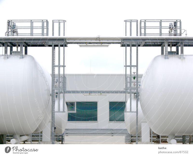 Kerosintanks Rohstoffe & Kraftstoffe Behälter u. Gefäße Flugzeug Leitung Nürnberg kerosin Tank Flughafen Erdgaspipeline Pumpe Eisenrohr Lager