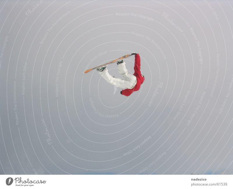 diedamspark Außenaufnahme Snowboarder airstyle rider fly rot hoch fun Stil vor dem himmel