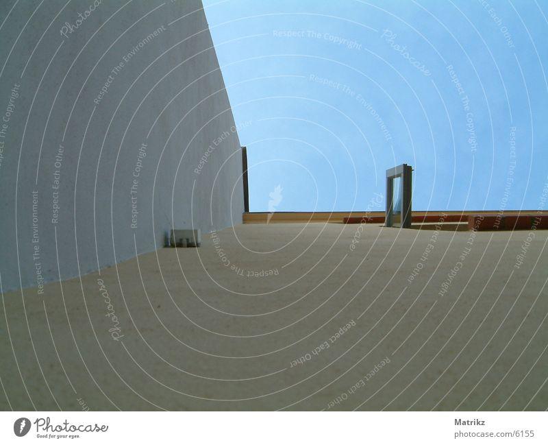 Hochhaus... Haus Fenster Wand Himmel gelb Architektur window wall. blue sky open white