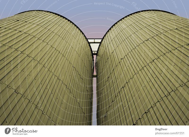 Lager Himmel blau rot 2 rosa groß hoch Industriefotografie Turm Abenddämmerung Dachboden Brauerei identisch