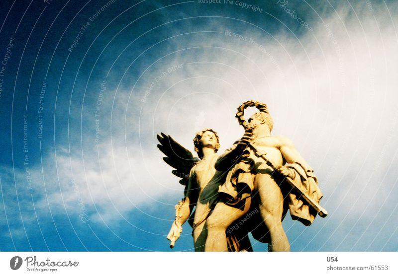 dem himmel näher.. Himmel blau Wolken Engel Flügel Statue