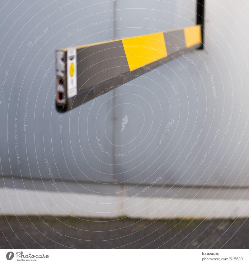 geprüfte sicherheit. Büro Industrie Stadt Stadtzentrum Parkhaus Bauwerk Mauer Wand Fassade Straße Wege & Pfade Schranke Beton Stahl Kunststoff Linie Streifen