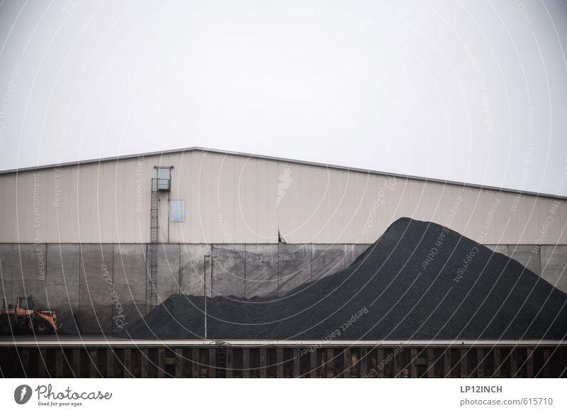 Kleine Hafentortur. I Arbeit & Erwerbstätigkeit Arbeitsplatz Baustelle Fabrik Industrie Feierabend Umwelt Lüneburg Deutschland Gebäude Mauer Wand Natur Pause