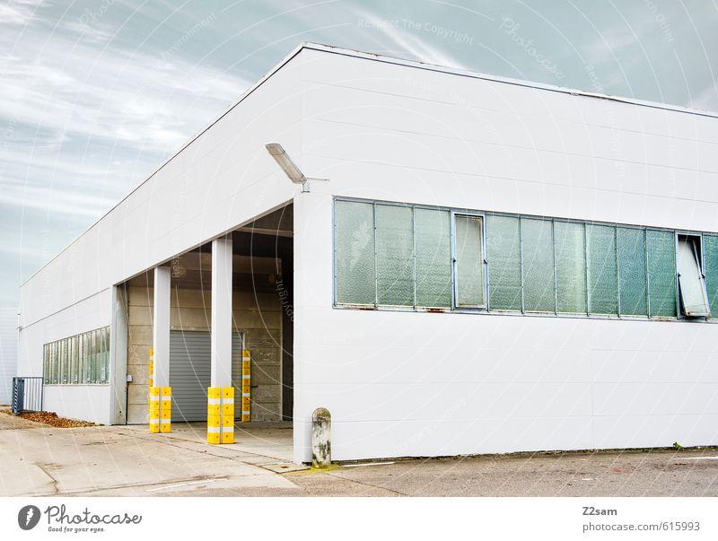 P blau Farbe Einsamkeit ruhig kalt gelb Architektur Gebäude elegant Schilder & Markierungen Ordnung modern ästhetisch einfach Sauberkeit Güterverkehr & Logistik