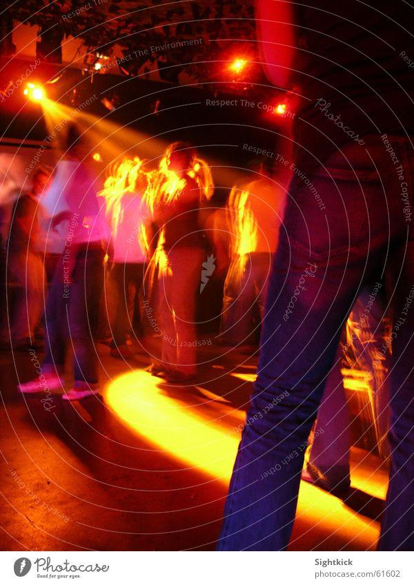 Dance With Me Party Mensch Licht Frau Freundschaft Lampe Musik Takt Tanzen Feste & Feiern Bewegung Beine Bodenbelag Scheinwerfer Partygast