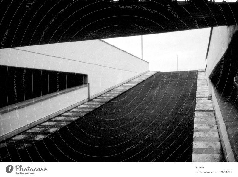 parkebene no.2 Parkhaus Mauer diagonal Schwarzweißfoto polapan Grafik u. Illustration leer