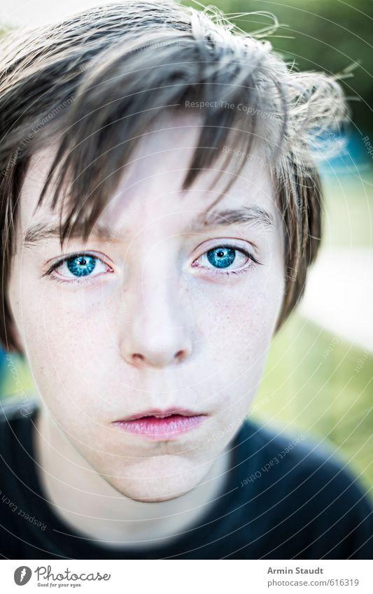 Porträt Mensch maskulin Jugendliche 1 13-18 Jahre Kind Natur einfach schön einzigartig blau Stimmung Willensstärke achtsam Wachsamkeit Selbstbeherrschung