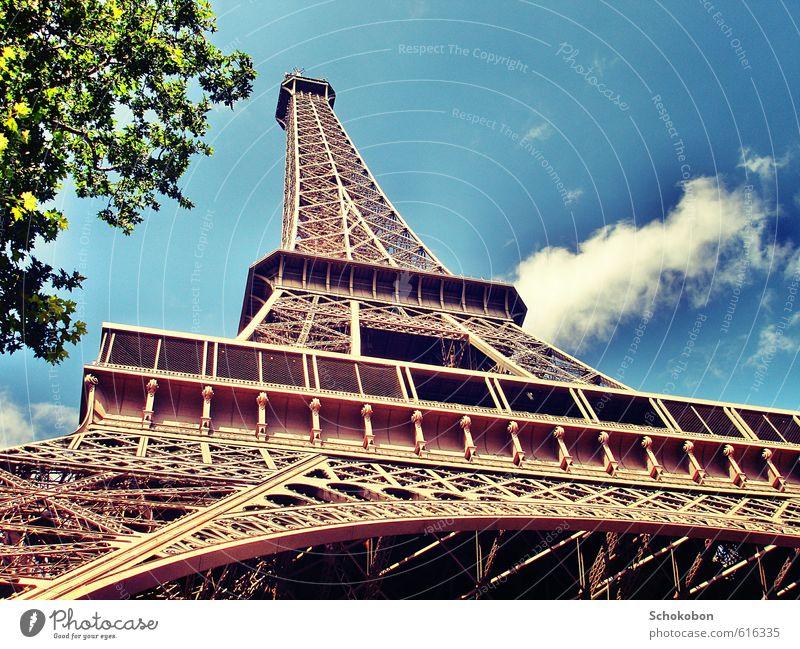 PARIS Architektur Schönes Wetter Stadt Bauwerk Sehenswürdigkeit Wahrzeichen Denkmal Tour d'Eiffel Metall Stahl Liebe träumen ästhetisch gigantisch historisch