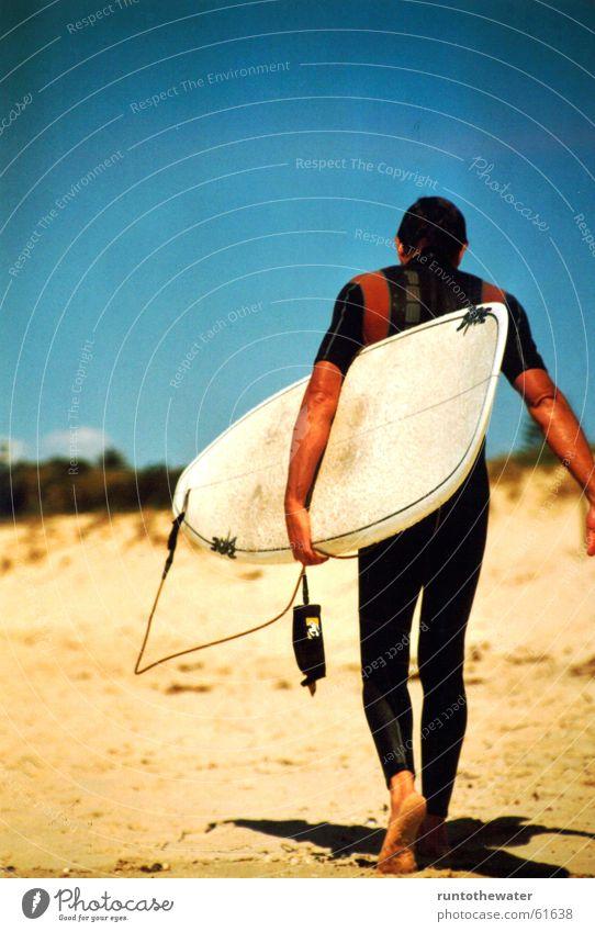 Back to work Surfer Strand Meer Surfbrett Wellen Surfen Abschied Mann Sonne Freude Ende Sport frei Coolness