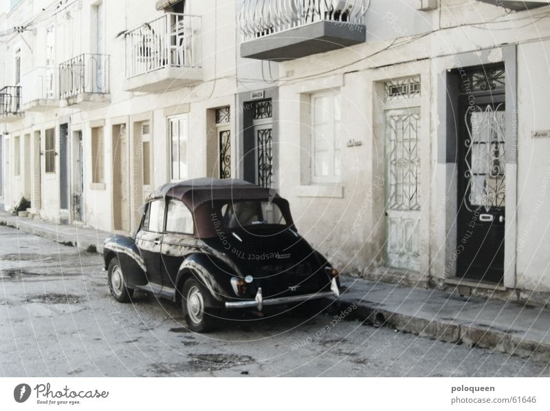 On The Road Again schwarz Straße PKW Tür fahren Balkon Oldtimer old-school Malta