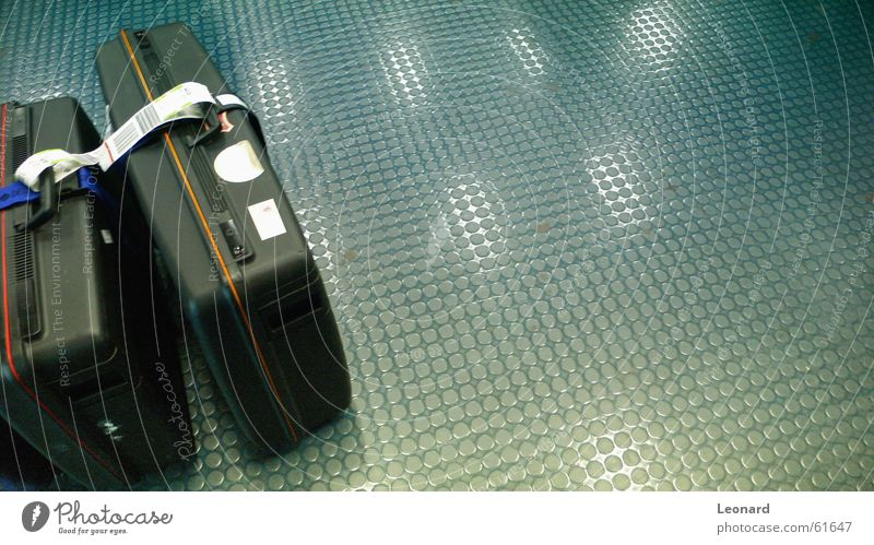 Am Flughafen Gepäck Koffer Bodenbelag Licht fahren reisend Tanzfläche Ferien & Urlaub & Reisen Tourist Reflexion & Spiegelung spielraum touriste luggage baggage
