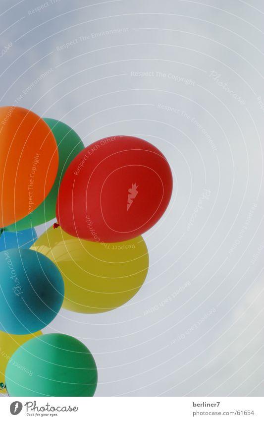 Einladung zum Kindergeburtstag Himmel grün blau rot Freude Geburtstag Wolken gelb Party Jubiläum Feste & Feiern orange Luftballon mehrfarbig Karneval
