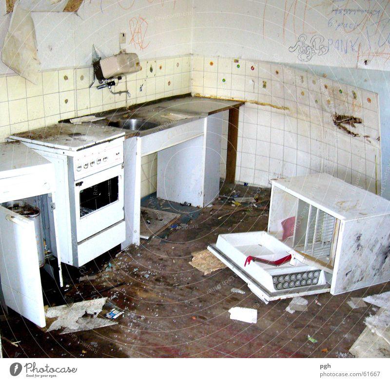 Heute schon etwas gekocht? dreckig Küche Müll Fliesen u. Kacheln schäbig schädlich Abrissgebäude