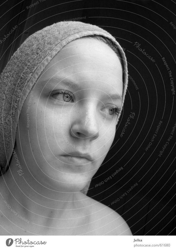 Handtuchträgerin Gesicht Frau Erwachsene Auge Nase Mund grau woman face faces towel towels Schwarzweißfoto Silhouette Porträt Profil
