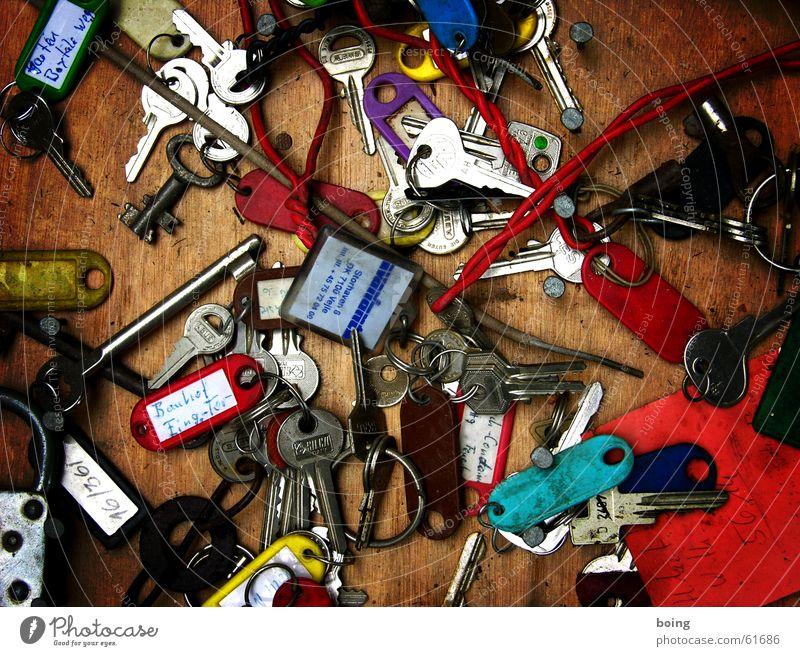 Vatis neues Schlüsselbrett funktioniert nicht :( Ordnung Fuhrpark Schlüsseldienst aufschließen Schloss unordentlich Wohnungsschlüssel Sicherheit geschlossen
