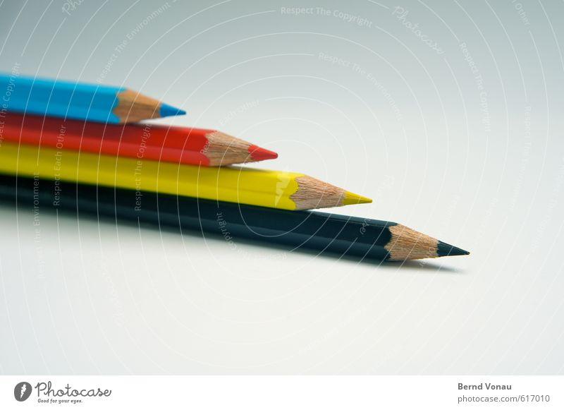 CRYK Schreibwaren Schreibstift blau mehrfarbig gelb grau rot schwarz weiß Farbstift CMYK Reiten oben aufeinander Richtung richtungweisend Kreativität Spitze
