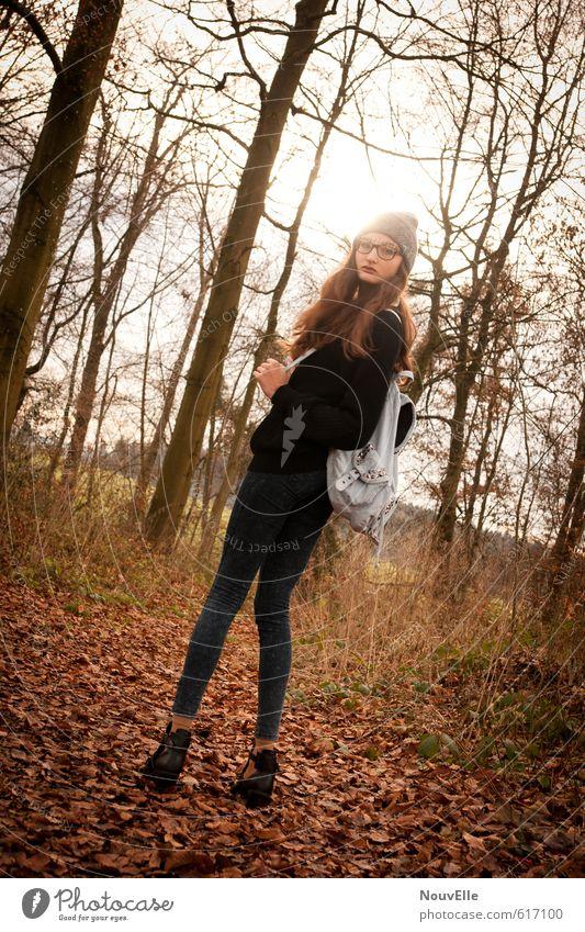Don't wait. Lifestyle Stil schön Mensch feminin Junge Frau Jugendliche Erwachsene 1 13-18 Jahre Kind 18-30 Jahre Mode Bekleidung Jeanshose Pullover Mütze