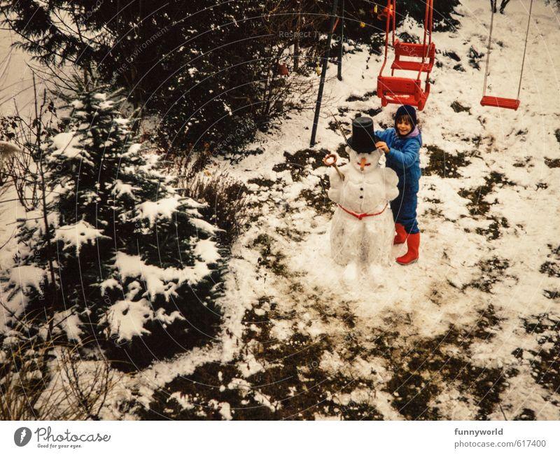 Mann mit Zylinder Kind Mädchen Kindheit 8-13 Jahre Stiefel Fröhlichkeit schön lustig retro unten Freude Freundschaft Schneemann Winter Schaukel Winterbekleidung