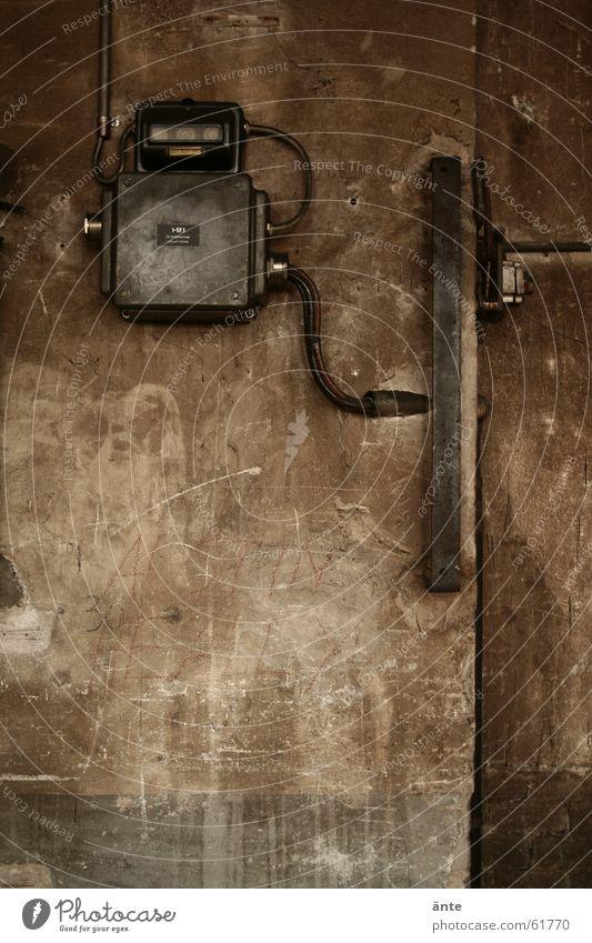 spuren der zeit alt Wand Mauer Metall braun dreckig Zeit Kabel Fabrik Hose Eisenrohr Maschine Geometrie Gerät