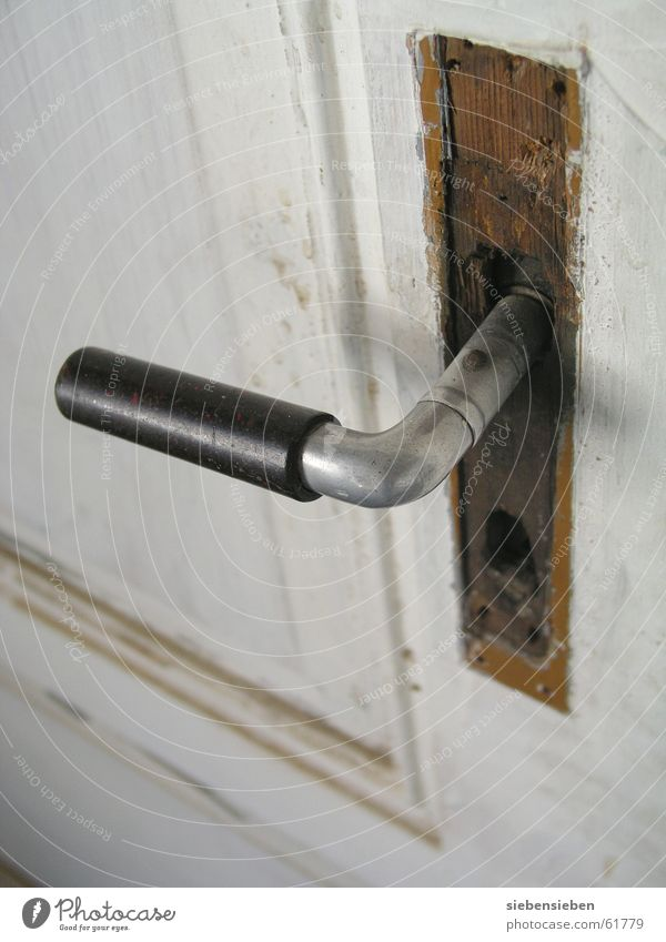 Klinke Griff antik Altbau aufmachen schließen gehen geschlossen Holz Handwerk Detailaufnahme Flur Tür alt Burg oder Schloss