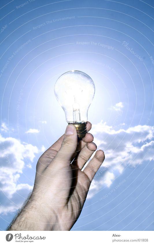 Strom muss nicht gelb sein Natur Hand Himmel Sonne Sommer Wolken gelb Lampe Wärme Kraft Energiewirtschaft Elektrizität Zukunft Physik heiß Sonnenenergie