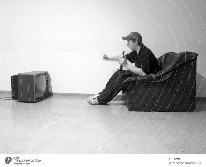 couch potato Bier Freude Wohnung Möbel Sofa Sessel Raum Kinderzimmer Feste & Feiern Fußball Fernseher Mensch Medien sitzen Fröhlichkeit schwarz weiß