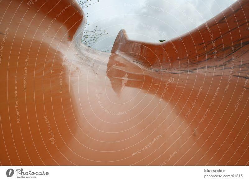 downward Rutsche abwärts Glätte Gummi Wolken Baum Spielplatz Freude Regen orange Farbe Spuren Statue Himmel Ast