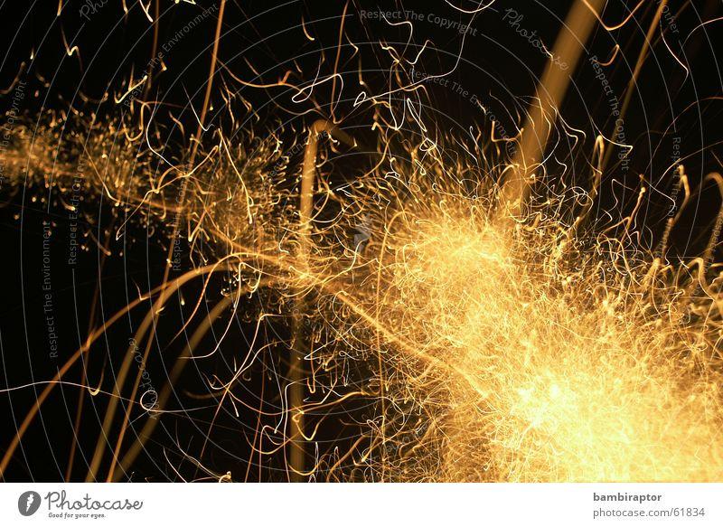 ..3....2....1..... gold Silvester u. Neujahr Feuerwerk chaotisch Schwanz durcheinander Explosion Funken sprühen sprengen Leuchtrakete