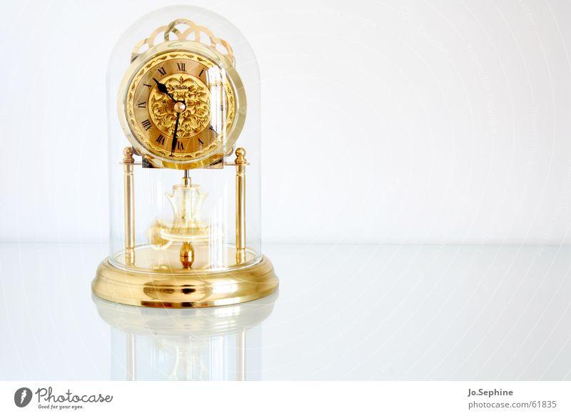 kurz nach halb elf weiß Zeit Metall Uhr Glas Gold Zukunft Vergänglichkeit Zifferblatt Vergangenheit Reichtum Eile edel unruhig Edelmetall