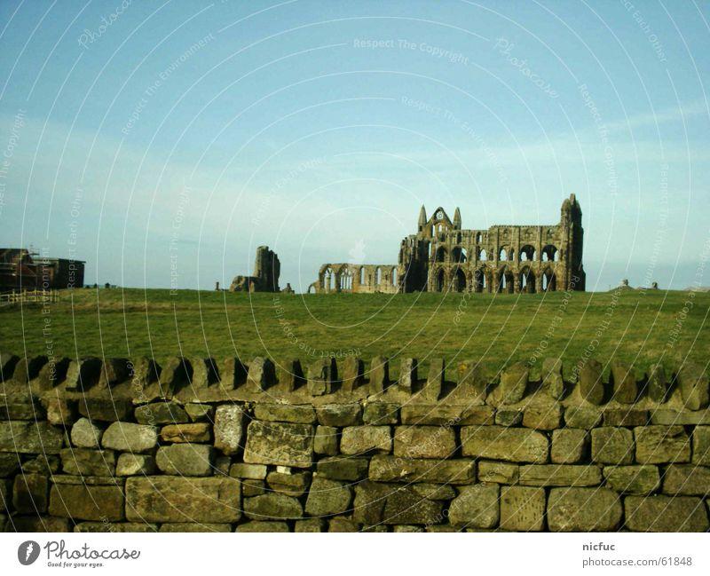 Ruine alt Himmel Wiese Stein Mauer Gebäude Landschaft England Insolvenz Gemäuer