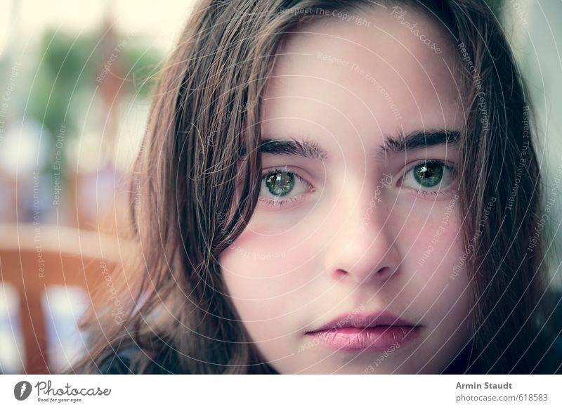 Porträt Mensch Frau Kind Jugendliche schön Erwachsene feminin Stil Kopf Stimmung sitzen 13-18 Jahre ästhetisch beobachten nah brünett
