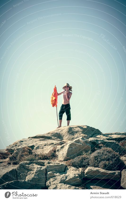 Robinson oder Freitag Mensch Kind Natur Jugendliche Ferien & Urlaub & Reisen blau Sommer Einsamkeit Erholung Freude Berge u. Gebirge Bewegung Sport oben Felsen