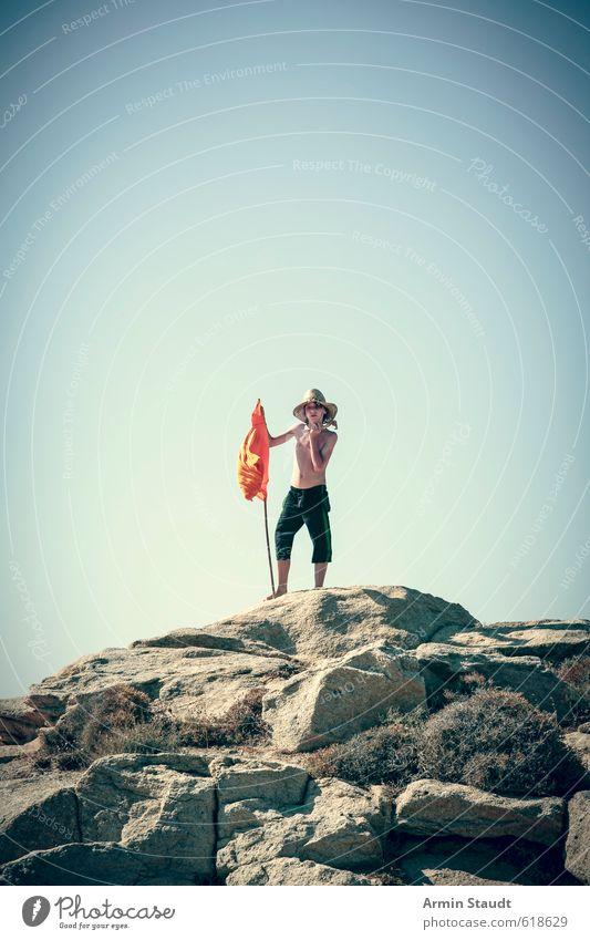 Robinson oder Freitag Mensch Kind Natur Jugendliche Ferien & Urlaub & Reisen blau Sommer Einsamkeit Erholung Freude Berge u. Gebirge Bewegung Sport oben Felsen Stimmung